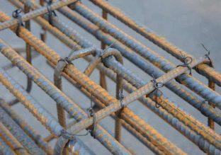 Вязание арматуры с помощью проволоки