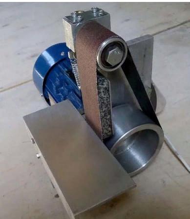 Компактный гриндер с рабочим шкивом и натяжителем