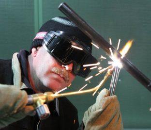 Работа в сварочных очках