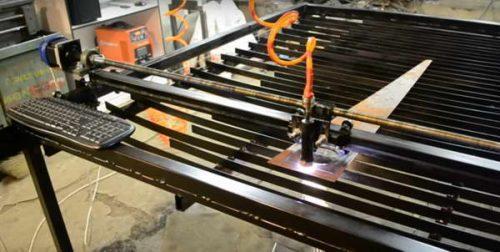Рабочая поверхность стола - прямые параллельные ламели
