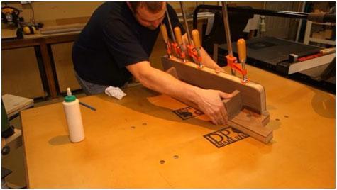skleivanie-stolika-i-fiksirovannoj-guby