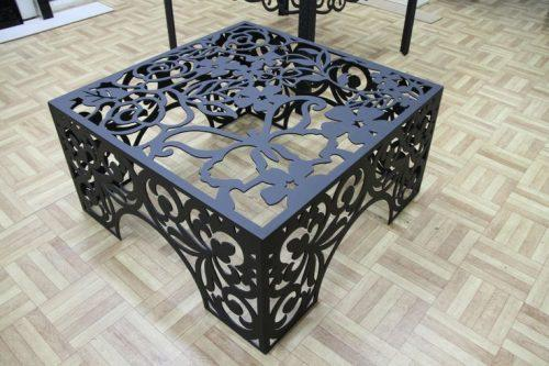 Стол выполненный при помощи художественной плазменной резки металла