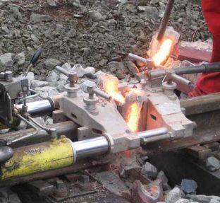 Сварка железнодорожных рельсов термитной сваркой
